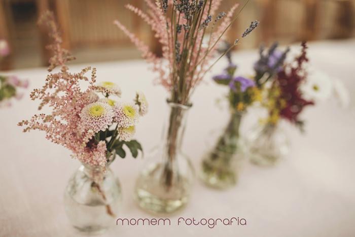 decoarcaión flores en jarrones-Boda de campo