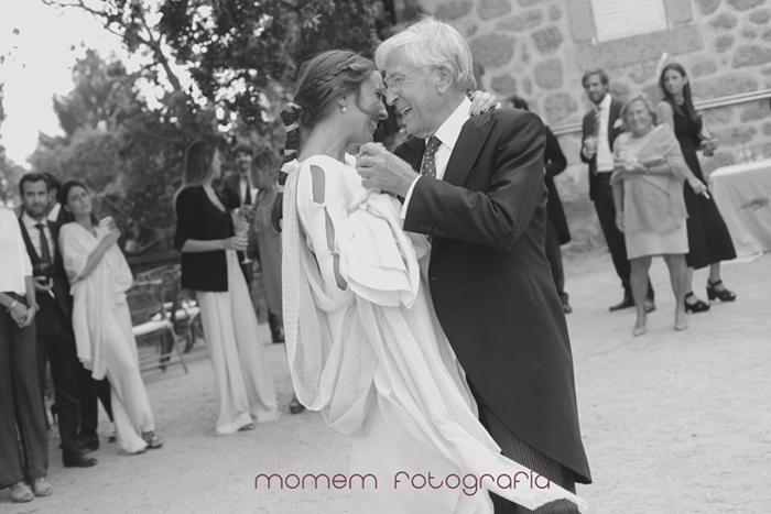 novia bailando con su padre de forma cómplice-Boda de campo