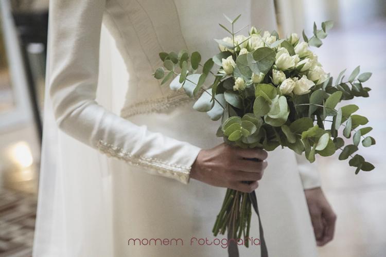 detalle manga vestido y ramo novia-fotografías de boda