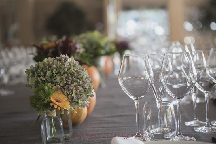 detalle flores decoración de mesas-fotografías de boda