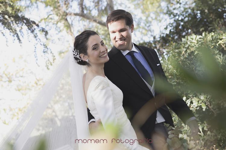 retrato novios sonriendo-fotografías de boda