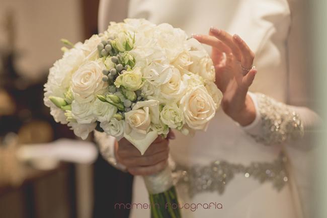 detalle ramo novia de rosas y peonías-Fotografías de boda