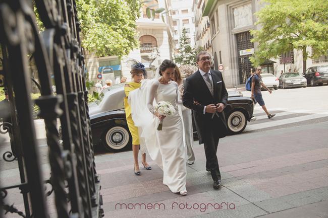 novia con padrino del brazo-Fotografías de boda