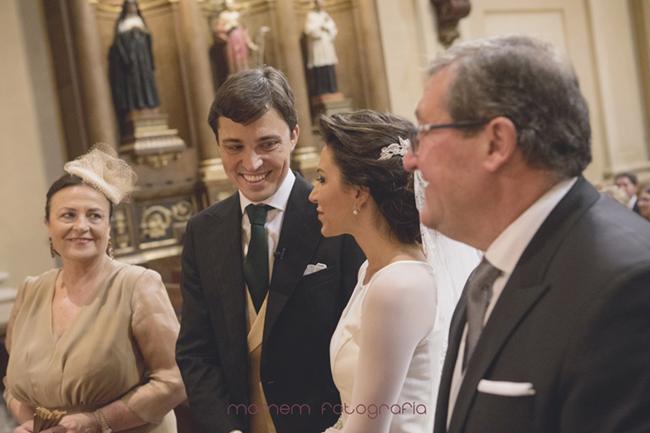 mirada de novios en el altar-Fotografías de boda