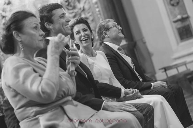 padrinos y novios que sonríen-Fotografías de boda