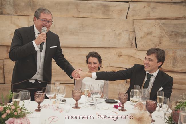 discurso padrino coge de la mano a novio-Fotografías de boda