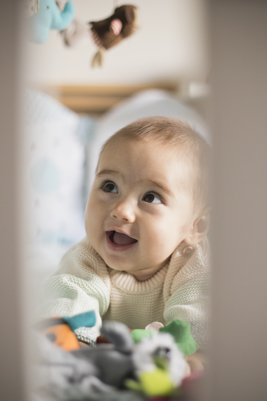 bebe sonriendo de Momem Fotografia